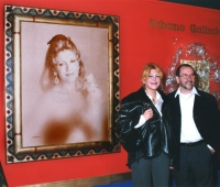 Baroness Thyssen next to her portrait and Urbano Galindo at an exhibition of the artist