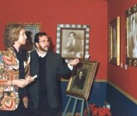 HM Queen Doña Sofia and Urbano Galindo walking around the artist's exhibition