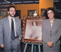 Ana Botella next to her portrait and Urbano Galindo at an exhibition of the artist