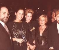 Isabel Preysler y Urbano Galindo, Premios Influencia, con el matrimonio Portabella y en el centro su mujer Mª Eugenia