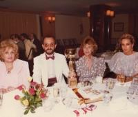 Niní Montian, Marquesa de Villel, Mª Eugenia Blázquez y Urbano Galindo en la entrega de la Copa de Honor al mejor Retratista
