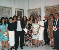 Urbano Galindo con su padre y un grupo de familiares y amigos