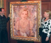 Urbano Galindo y Alice Andrade junto a su retrato